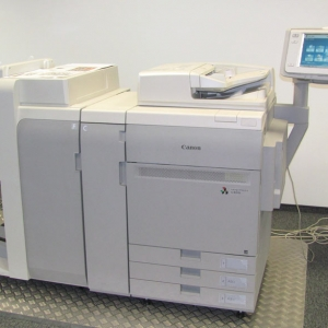 Новые принтеры призваны заполнить пробел в линейке машин между сериями ImageRUNNER ADVANCE и более старыми поколениями аппаратов ImagePRESS.